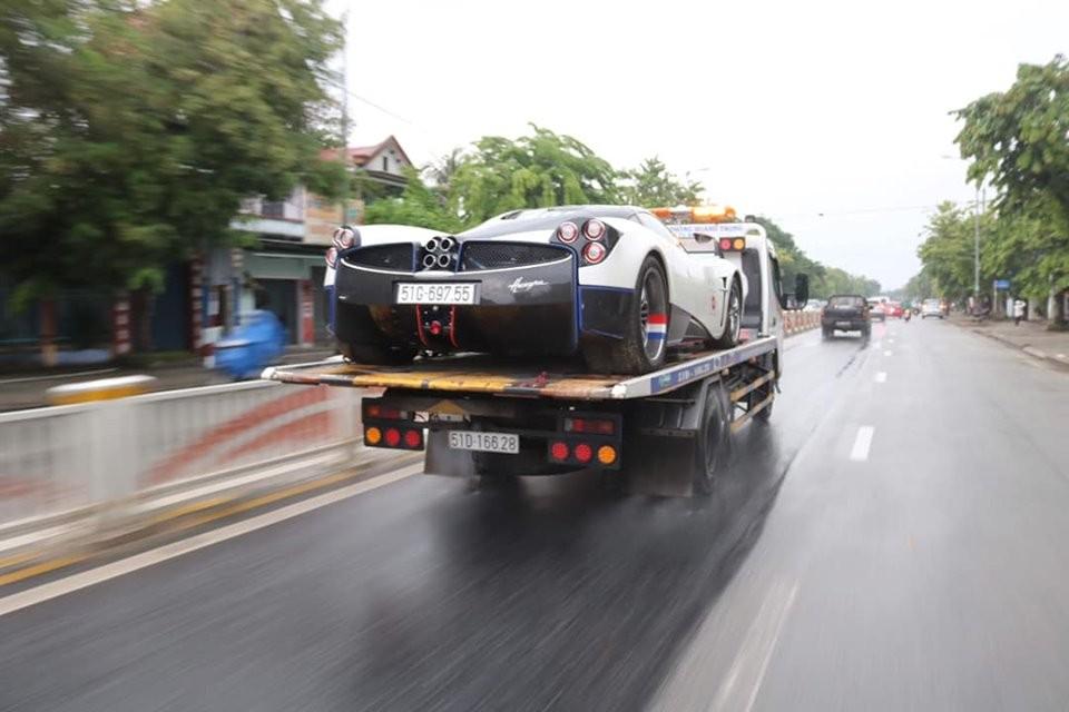 Pagani Huayra của Minh Nhựa dầm mưa trên xe chuyên dụng từ Đà Nẵng ra đến Huế