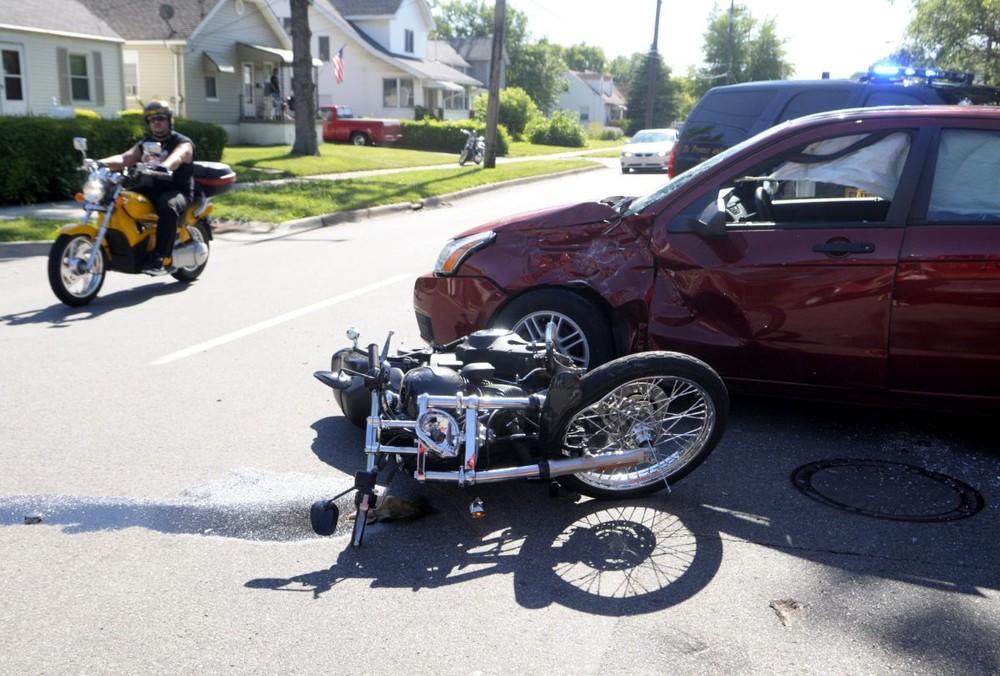 Mất trí nhớ tạm thời là một trong những nguyên nhân chính gây tai nạn giữa ô tô và mô tô