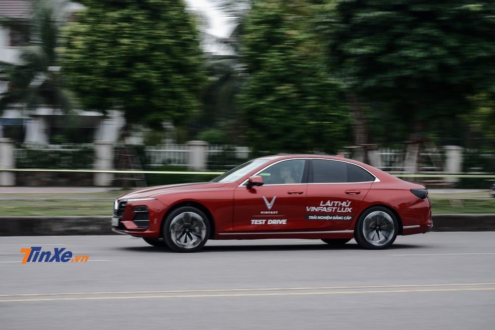 Phần đông người cầm lái VinFast Lux cảm thấy thú vị ở bài chạy số 3 khi có thể thử nghiệm khả năng tăng tốc của xe cũng như cảm giác điều tiết giữa chân ga và chân phanh
