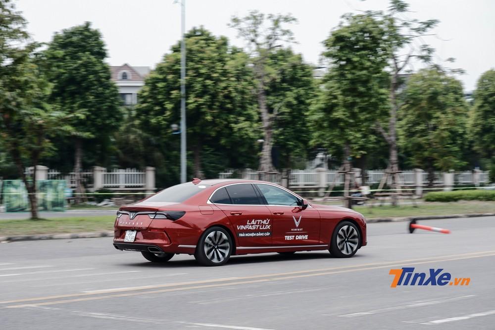 So với người anh VinFast Lux SA2.0, mẫu sedan Lux A2.0 được nhiều người tham gia chương trình quan tâm lái thử hơn hẳn
