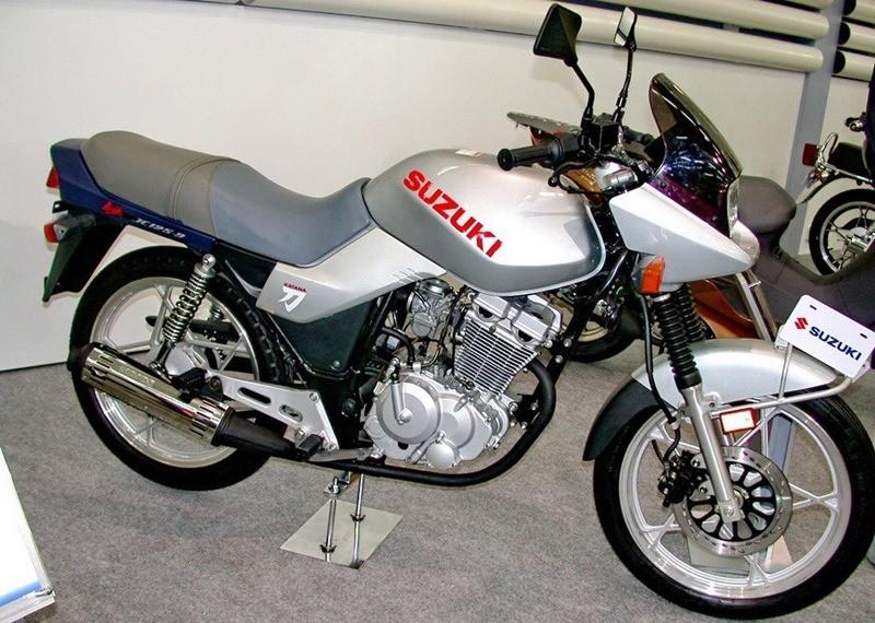 Suzuki từng cho ra mắt Katana GF125 tại thị trường Trung Quốc với dáng vẻ khá cũ kĩ