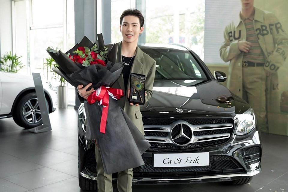 Erik cũng nằm trong danh sách những người nổi tiếng sở hữu Mercedes-Benz ở Việt Nam khi tậu GLC 300 AMG