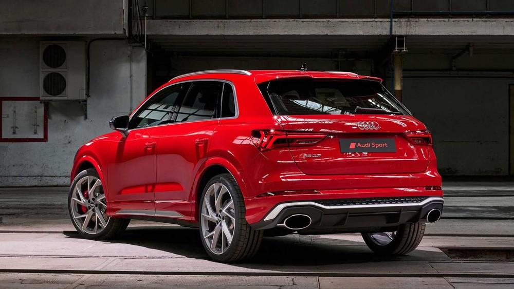 Đuôi xe Audi RS Q3 2020