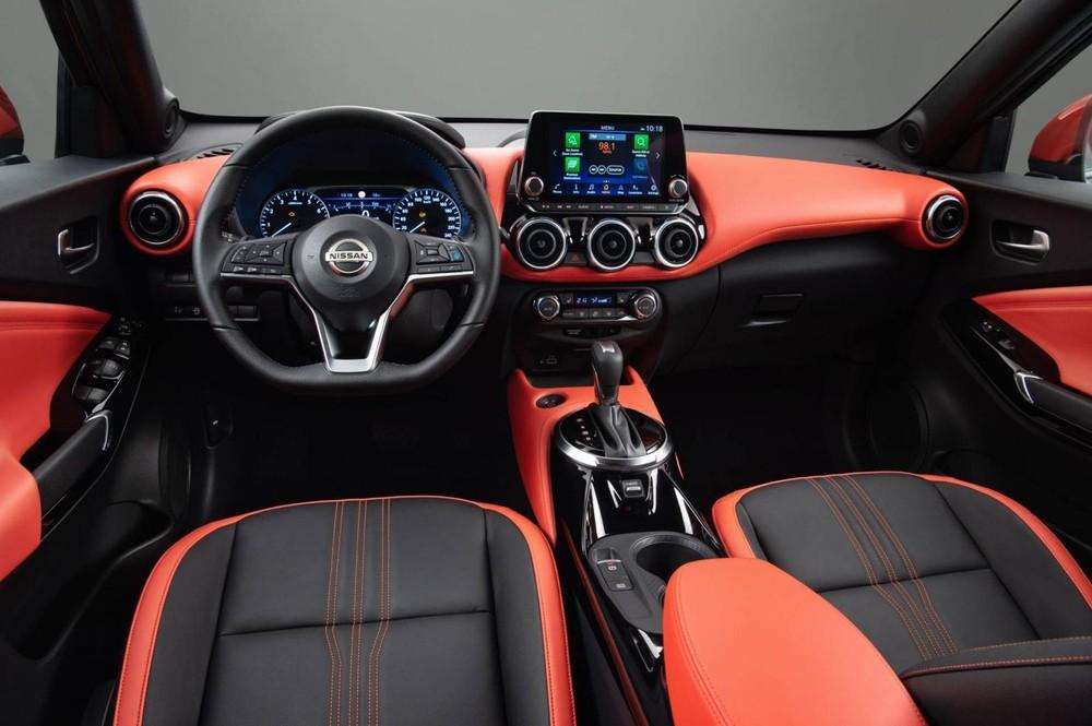 Khoang lái Nissan Juke 2020