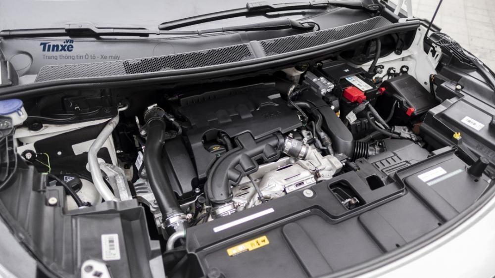 Khoang động cơ của Peugeot 3008