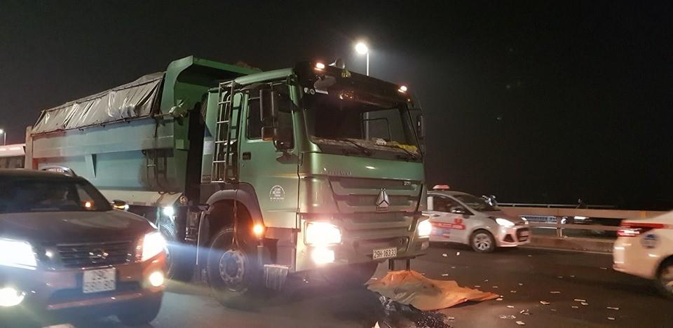 Hiện trường vụ tai nạn trên cầu Nhật Tân