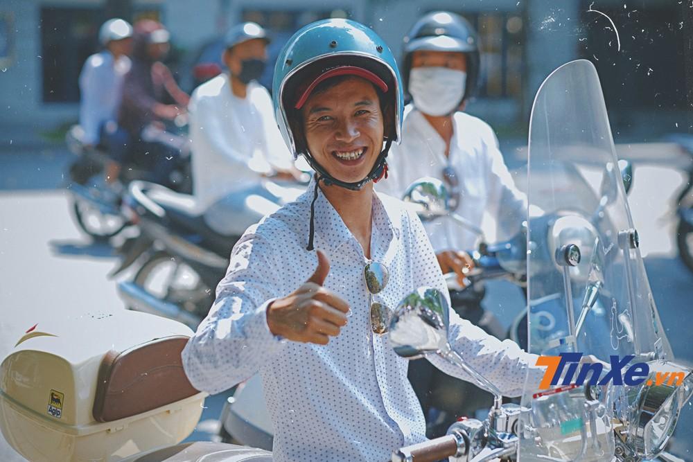 Anh Lê Hoài Sâm - người được mệnh danh là bác sĩ của những người chơi xe Vespa tại Hà Nội.