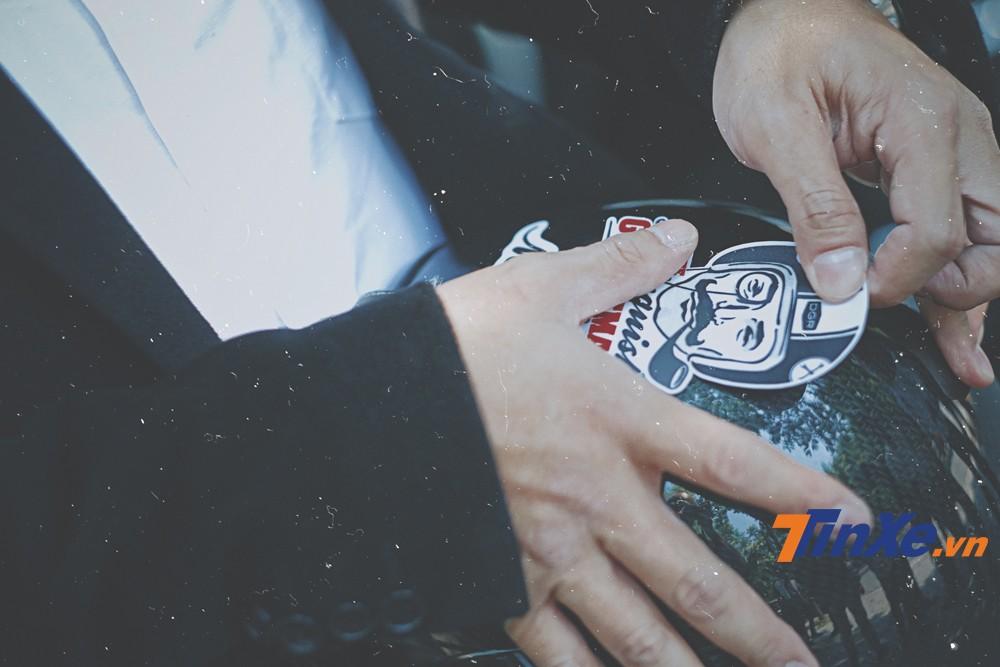 Sticker của chương trình đang được các quý ông dán lên xe, mũ bảo hiểm như một bảo chứng cho sự tham gia của mình với sự kiện DGR 2019.