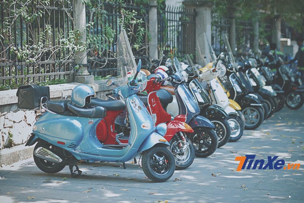 Dàn xe Modern Vespa của những người chơi xe tại Hà Nội đã có dịp được hội tụ lại.a