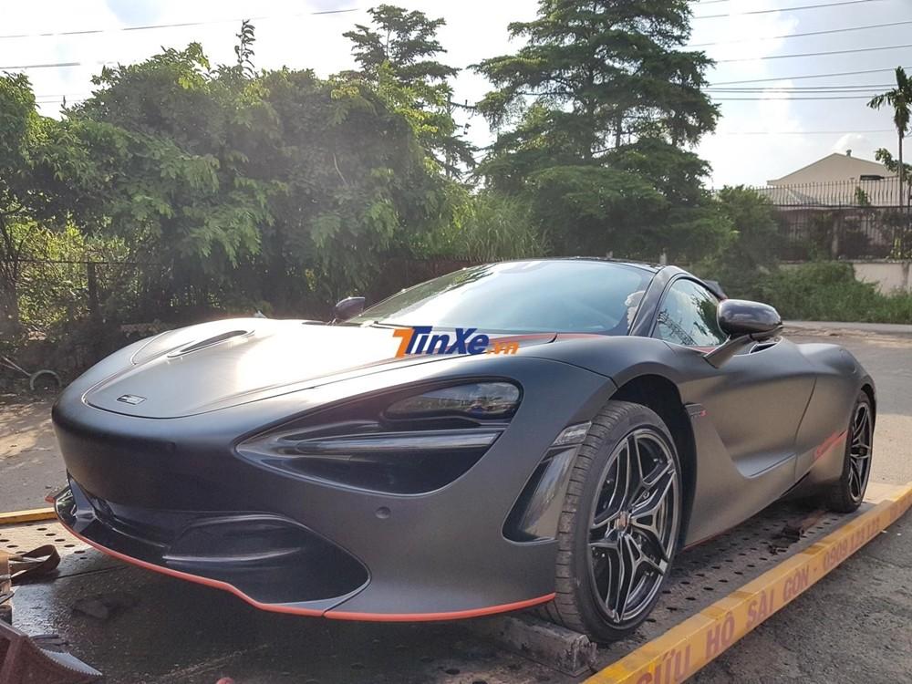 Chiếc McLaren 720S này nguyên bản có màu sơn trắng