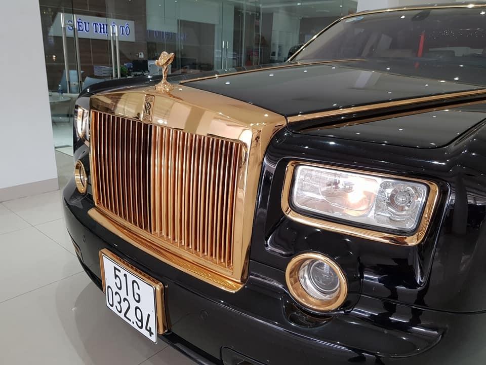 Lưới tản nhiệt của chiếc Rolls-Royce Phantom mạ vàng 24k đang rao bán 15 tỷ đồng