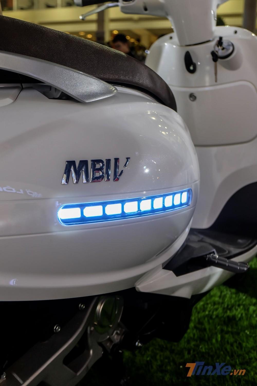 Đèn định vị LED ở hai bên thân xe