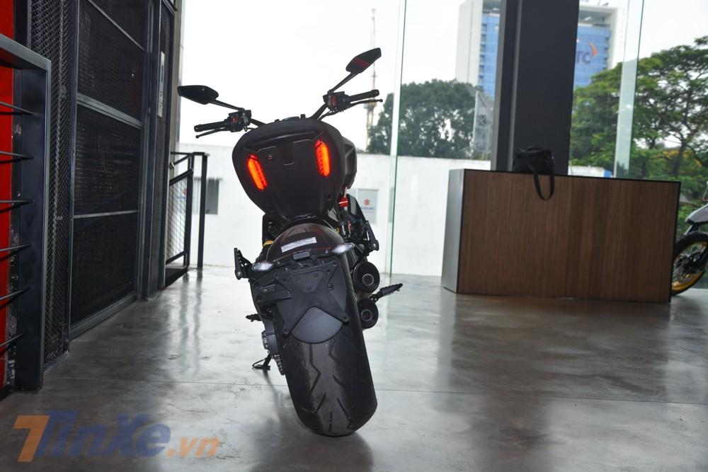Ducati Diavel 1260S có mức tiêu thụ nhiên liệu 5.4 lít/100km