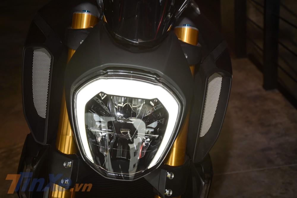 Đèn pha LED trên Ducati Diavel 1260S 2019