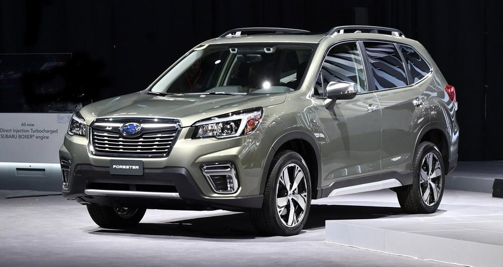 Subaru Forester màu xám anh kim