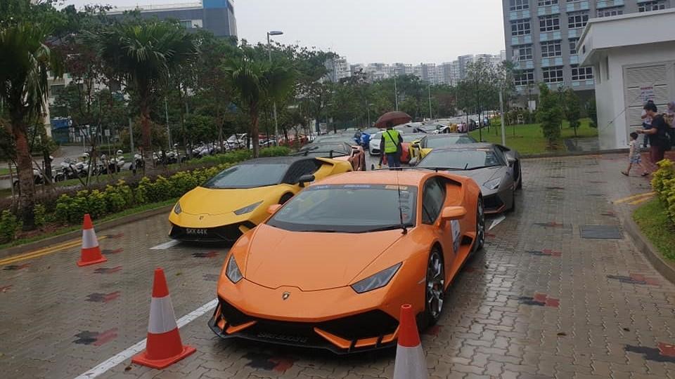 Lamborghini Huracan LP610-4 màu cam độ body kit, kế bên là Lamborghini Huracan Performante màu vàng và Lamborghini Aventador LP700-4 Roadster màu xám