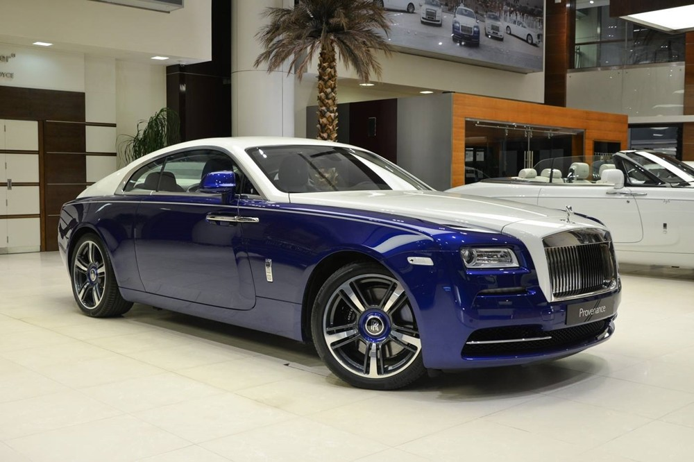 Rolls-Royce Wraith đầu tiên trên thế giới mang màu xanh Salamanca và trắng English thuộc sở hữu nhà giàu Trung Đông