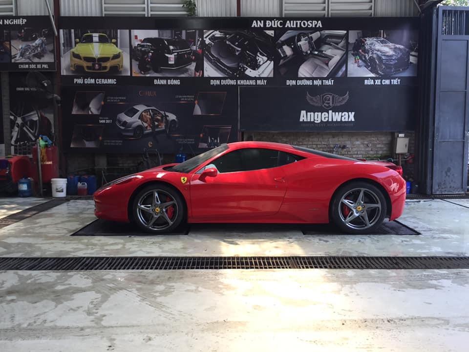 Siêu xe Ferrari 458 Italia màu đỏ này rất hiếm khi tái xuất trên đường