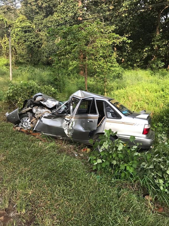 Chiếc ô tô con tại hiện trường vụ tai nạn