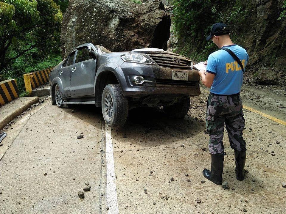 Chiếc Toyota Fortuner bị bẹp dúm sau vụ tai nạn