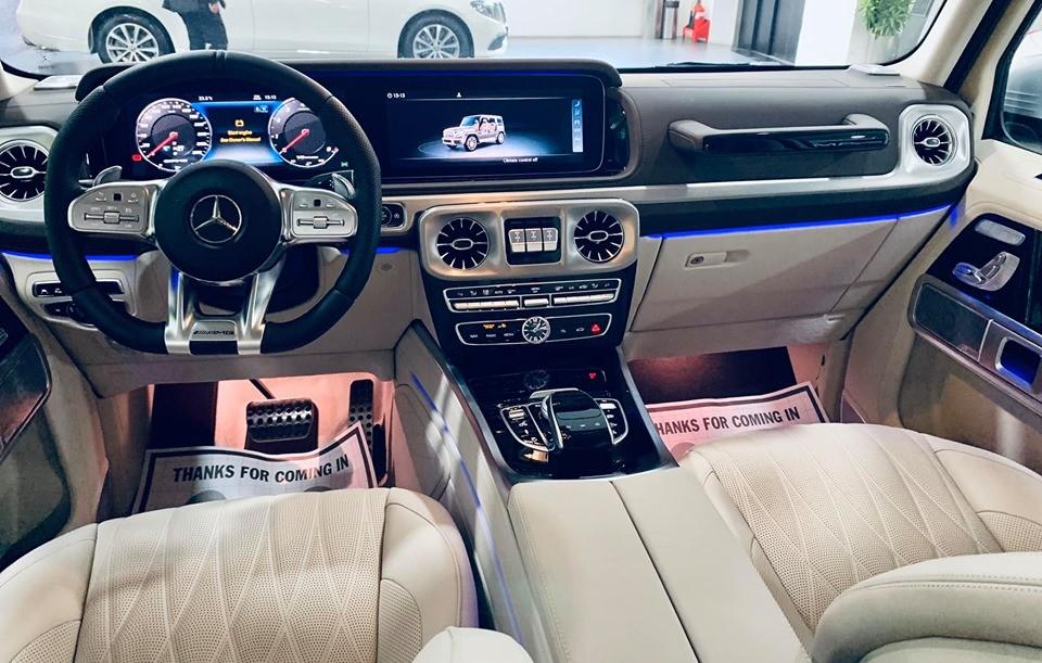 Cận cảnh khoang lái của Mercedes-AMG G63 2019 chính hãng thứ 2 bàn giao cho khách