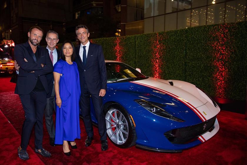 Còn đây là Mauro Porcini (ngoài cùng bên trái) cùng Ferrari 812 Superfast Tailor Made