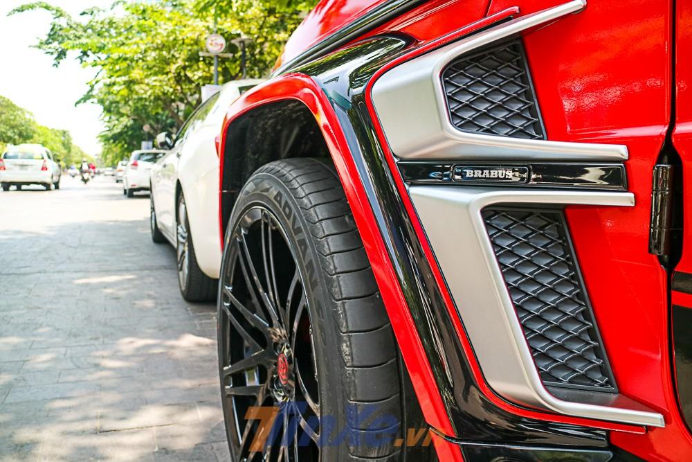Các điểm nhấn tiếp theo trên bản độ của Brabus 800 Widestar còn có tích hợp hốc gió kép bên hông cỡ lớn mang đến cái nhìn hầm hố hơn cho SUV hạng sang Mercedes-AMG G63 Edition 1.