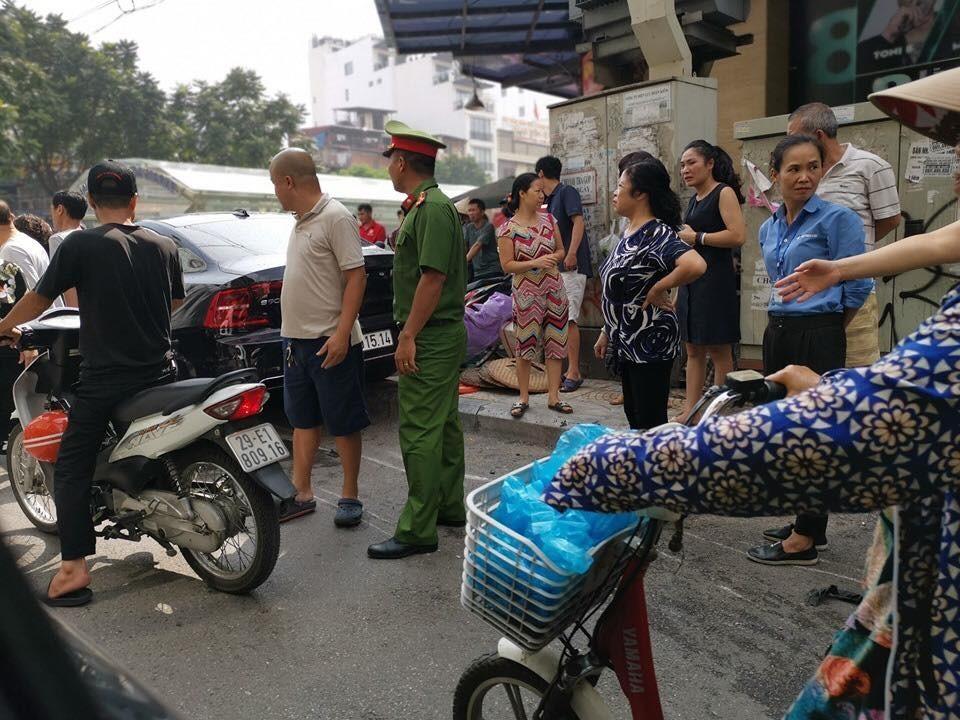 Lực lượng chức năng nhanh chóng có mặt để xử lý vụ tai nạn đáng tiếc này.