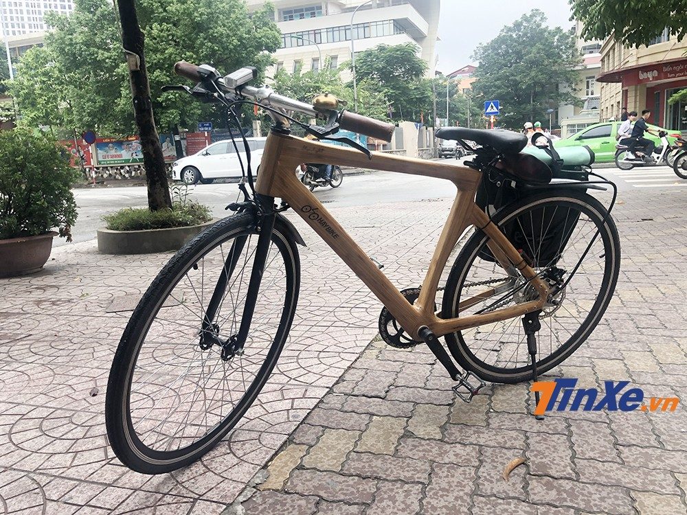 Với thiết kế xe đạp truyền thống và thêm bộ động cơ điện và pin, người điều khiển xe có thể vẫn đạp xe bình thường hoặc sử dụng động cơ điện để trợ lực khi đạp đường dài hoặc đạp lên dốc.
