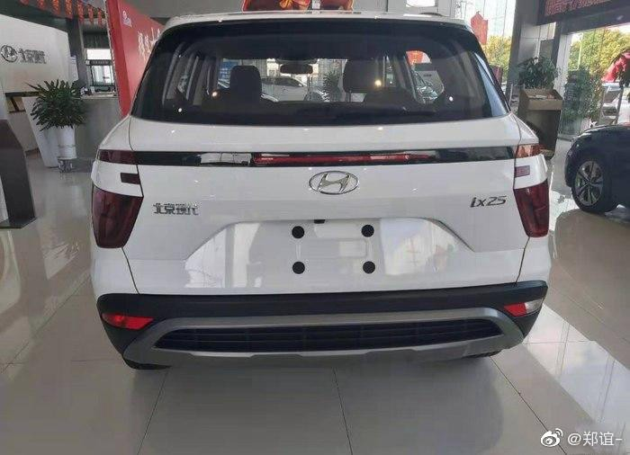 Hyundai ix25 2020 nhìn từ phía sau