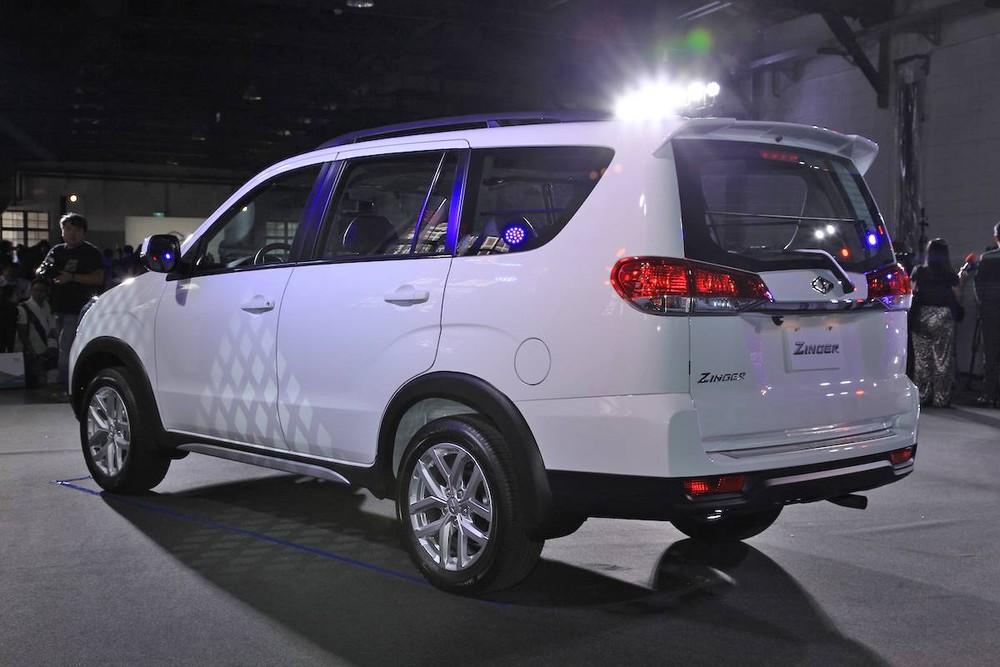Mitsubishi Zinger 2020 nhìn từ đằng sau