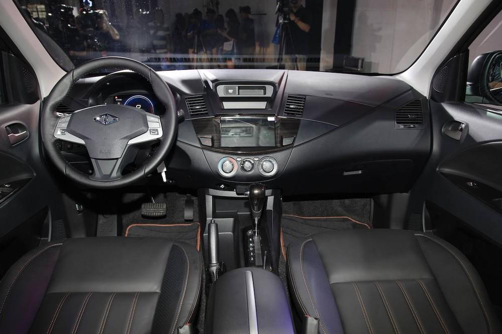 Nội thất bên trong Mitsubishi Zinger 2020