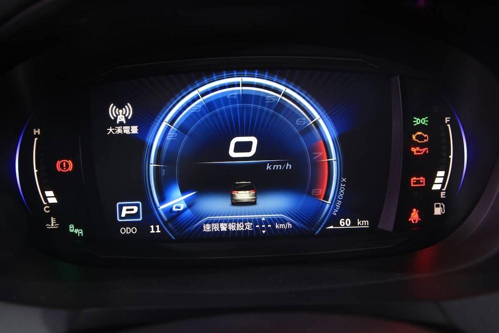 Bảng đồng hồ kỹ thuật số của Mitsubishi Zinger 2020