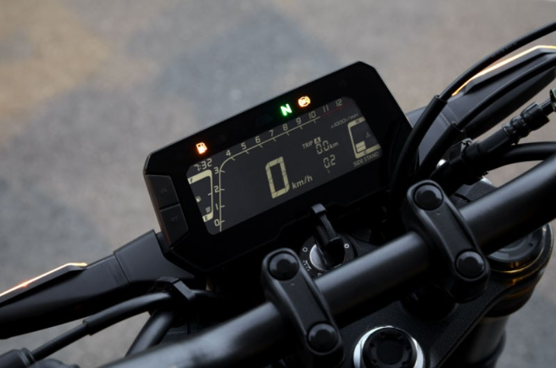 Đồng hồ kỹ thuật số trên Honda CB300R