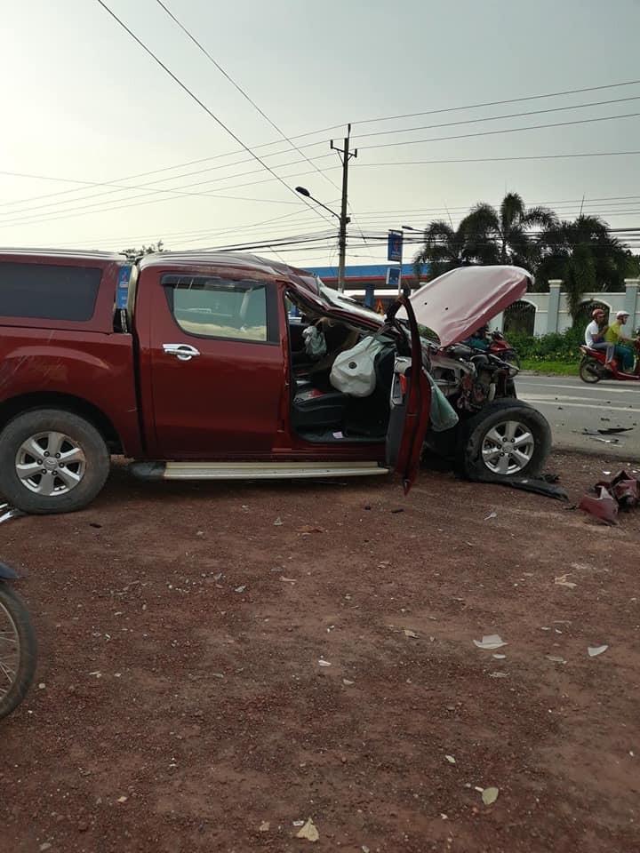 Chiếc Mazda BT-50 bị hỏng nặng