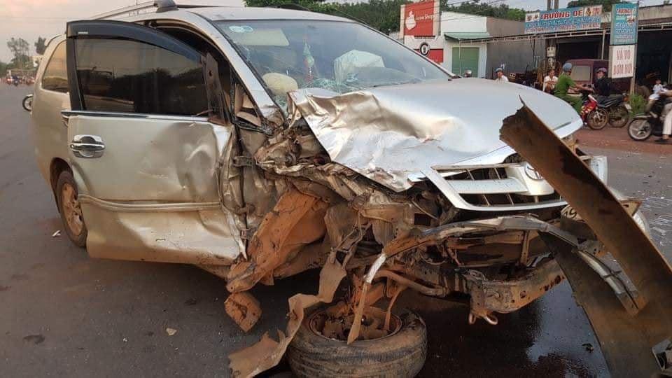 Túi khí bên trong chiếc Toyota Innova đã bung ra