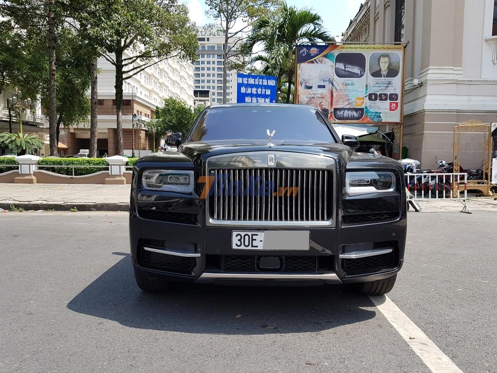 Ngày nay giới mê xe tại Hà thành có thể nói đã quá nhàm chán khi bắt gặp mẫu SUV siêu sang Rolls-Royce Cullinan
