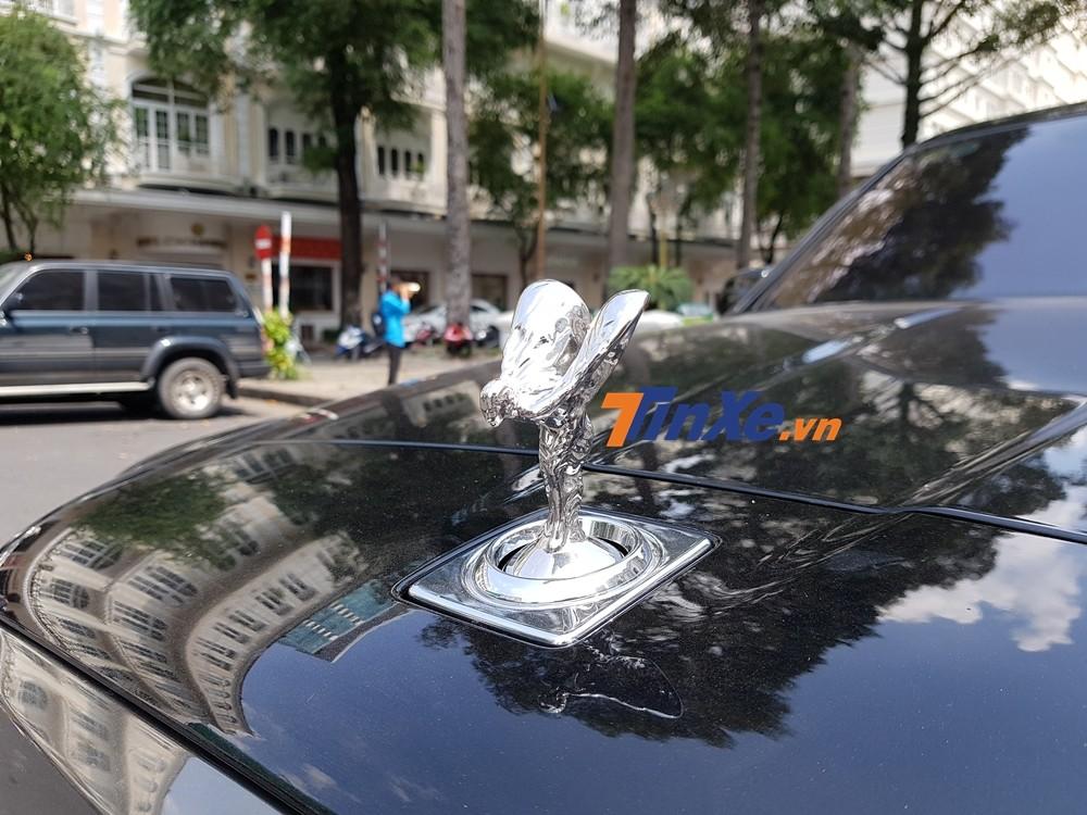 Logo Spirit of Ecstasy là vật trang điểm trên mũi các xe Rolls-Royce suốt từ năm 1911, và ngay đến mẫu SUV siêu sang Rolls-Royce Cullinan cũng không ngoại lệ