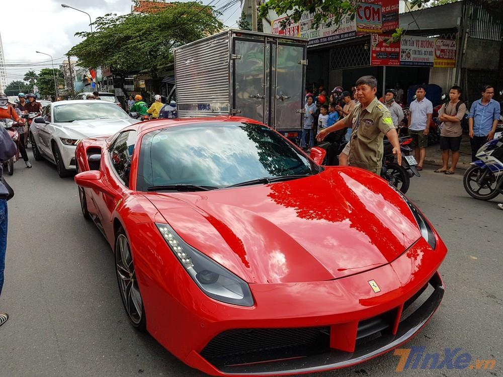 Ferrari 488 Spider của nhà giàu Việt