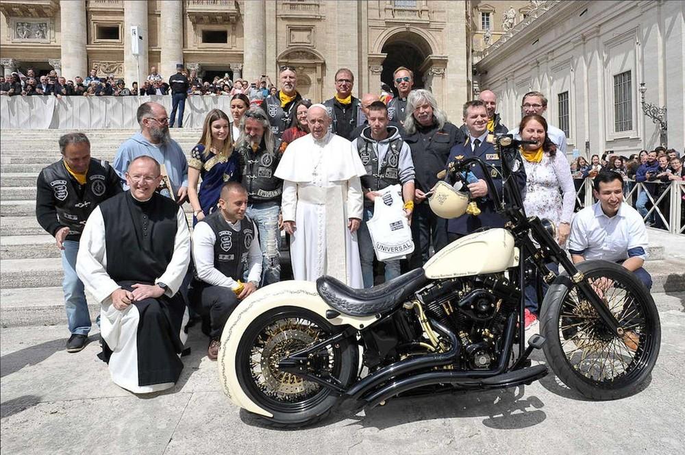 Chiếc Harley-Davidson White Unique có chữ ký của Giáo hoàng Francis
