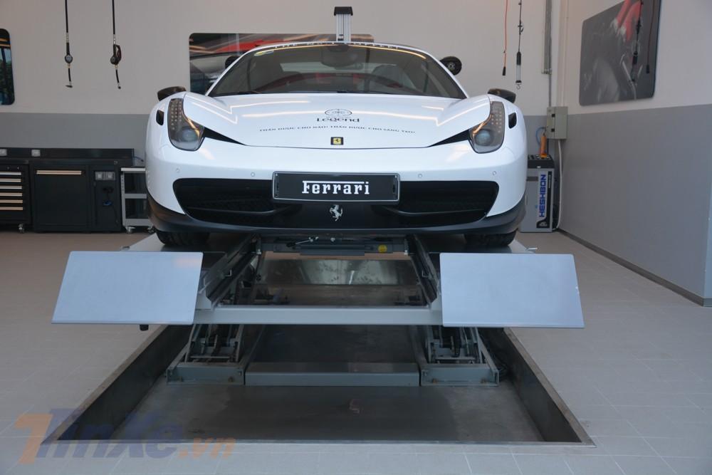 Chiếc siêu xe Ferrari 458 Spider này có lẽ đã không còn quá xa lạ với những người yêu xe tại Việt Nam