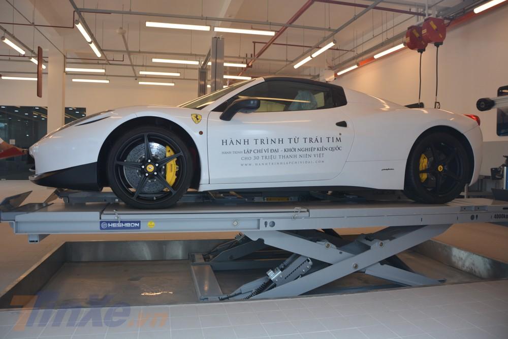Phiên bản mui trần của siêu xe Ferrari 458 Italia sử dụng động cơ V8, dung tích 4.5 lít, sản sinh công suất tối đa 562 mã lực