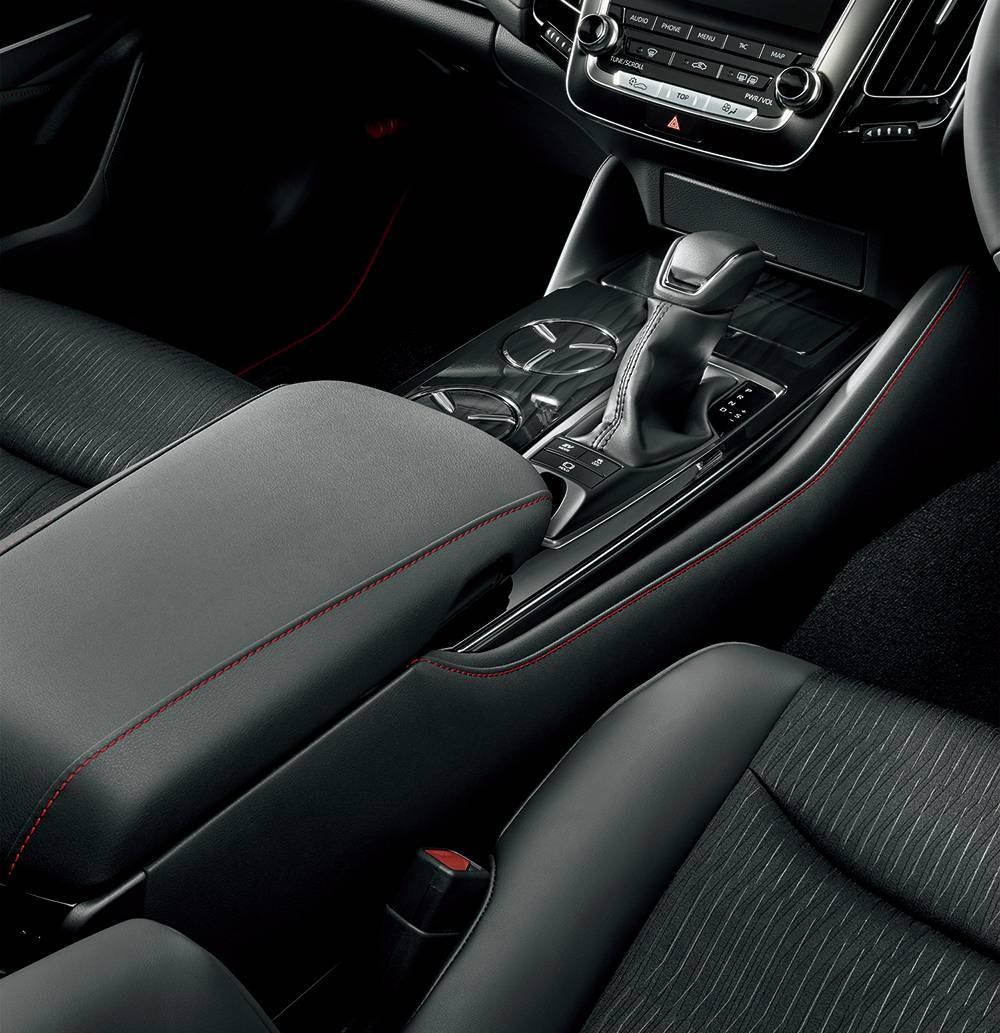 Toyota Crown Sport Style 2020 có 2 tùy chọn động cơ