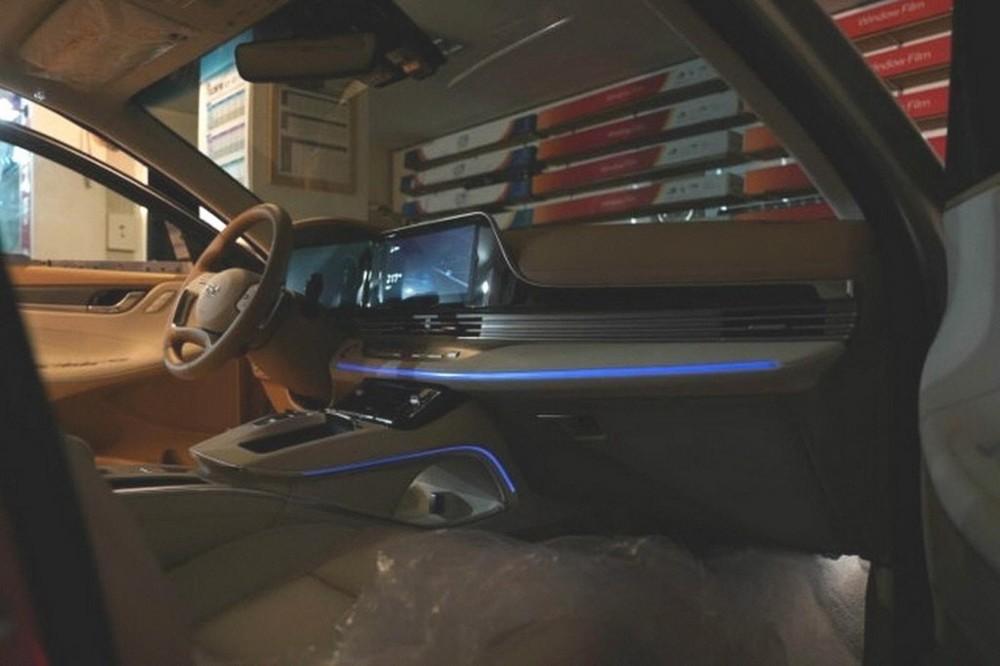 Hyundai Grandeur 2020 được trang bị màn hình trung tâm nối liền với bảng đồng hồ