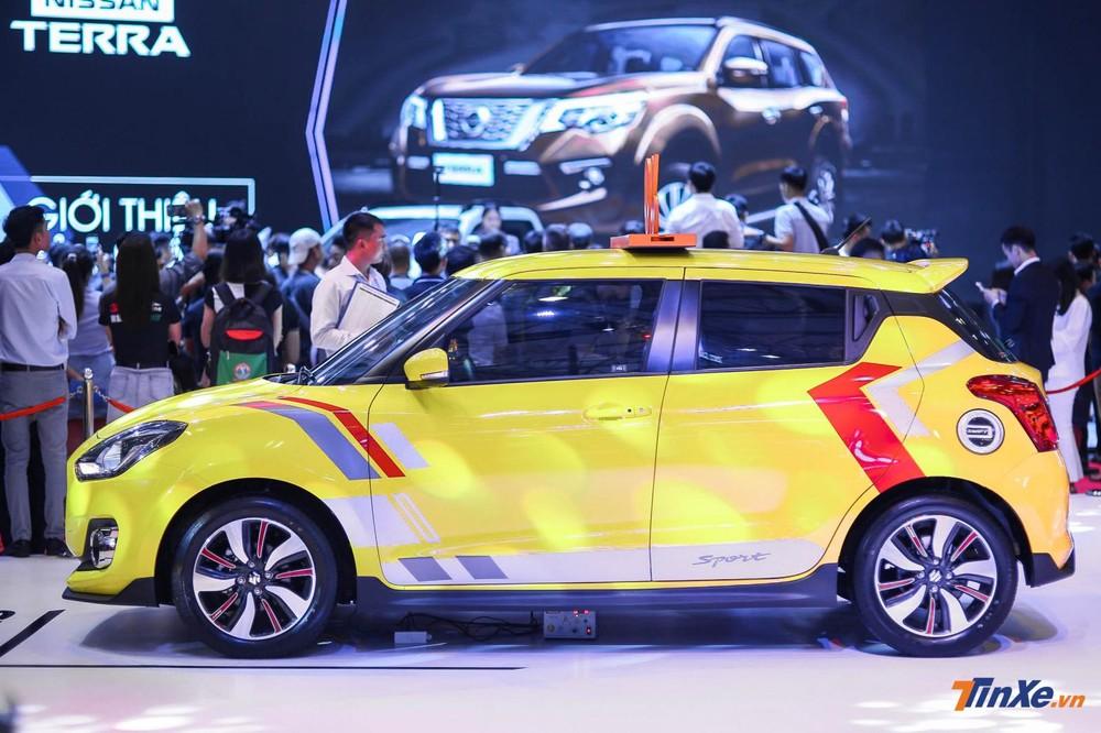 Khoác lên tông màu rực rỡ, đến nắp bình xăng của Suzuki Swift cũng được hãng xe Nhật đặc biệt trang trí