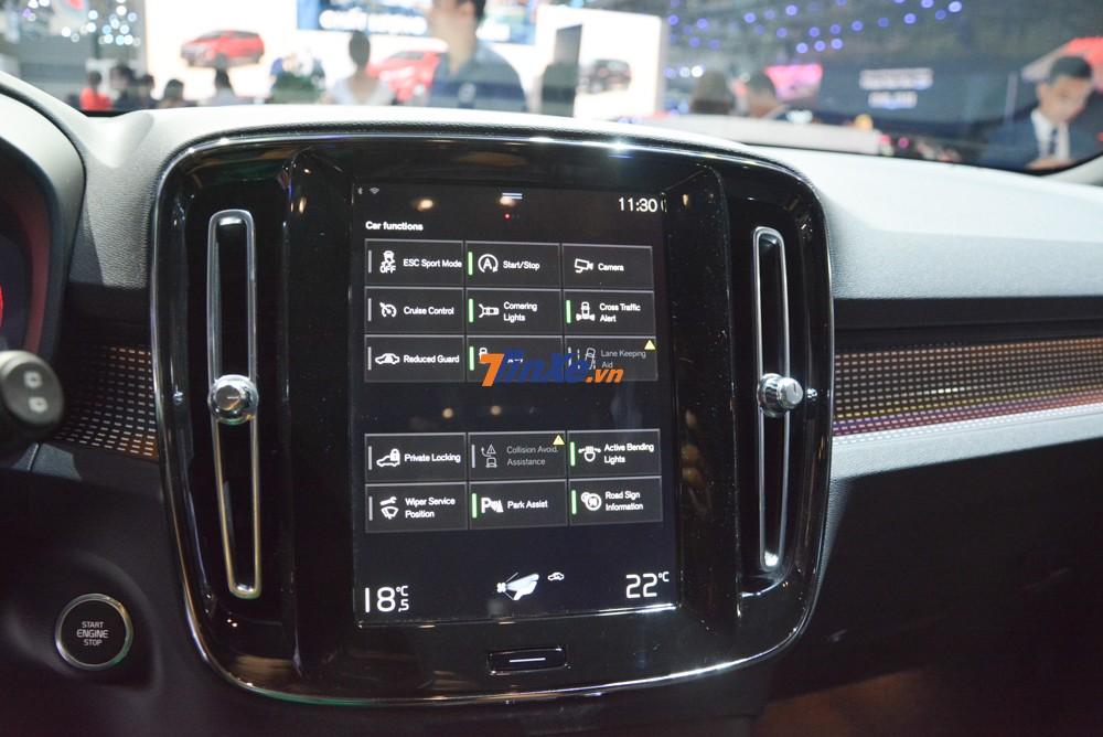 Hệ thống giải trí của Volvo XC40 có màn hình cảm ứng như một máy tính bảng.