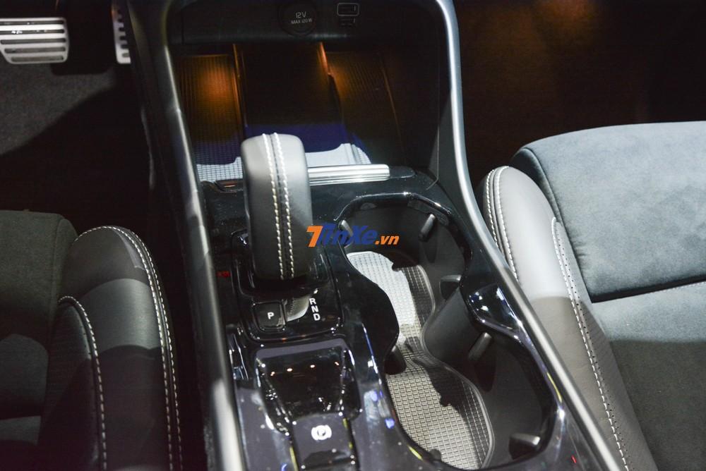 Động cơ đồng hành với hộp số tự động 8 cấp Geartronic tiêu chuẩn