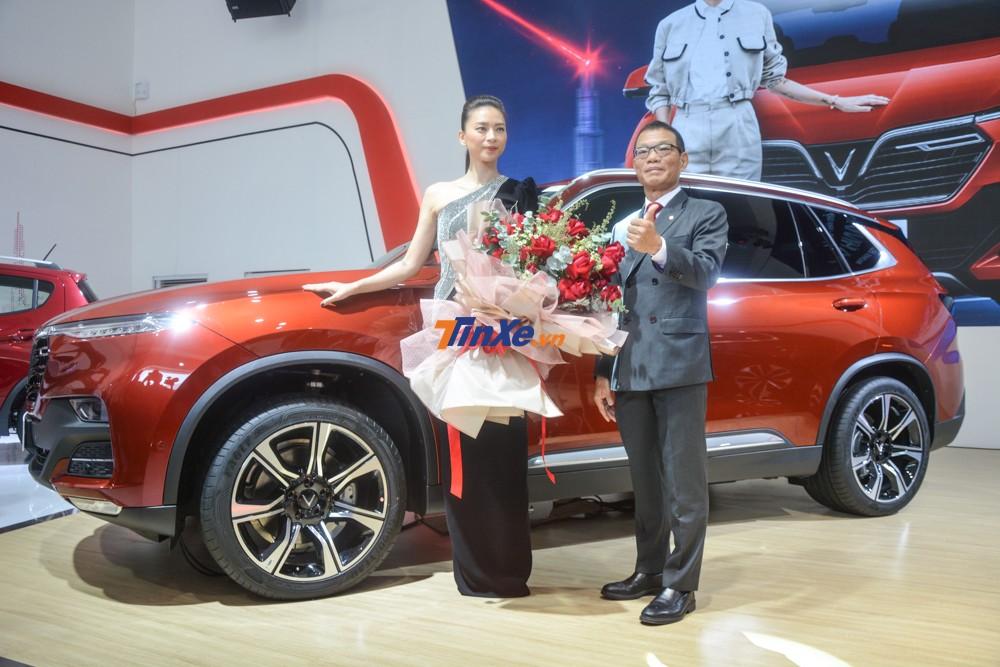 Ông Võ Quang Huệ, phó Tổng Giám đốc Vingroup cùng Ngô Thanh Vân