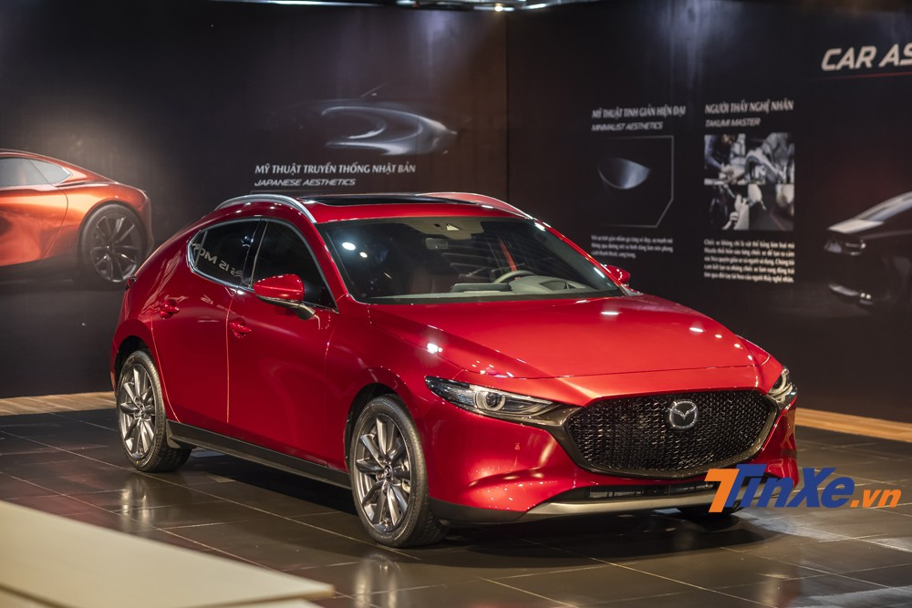 2020 Mazda3 Sport (hatchback) possesses smooth and soft rounded lines.