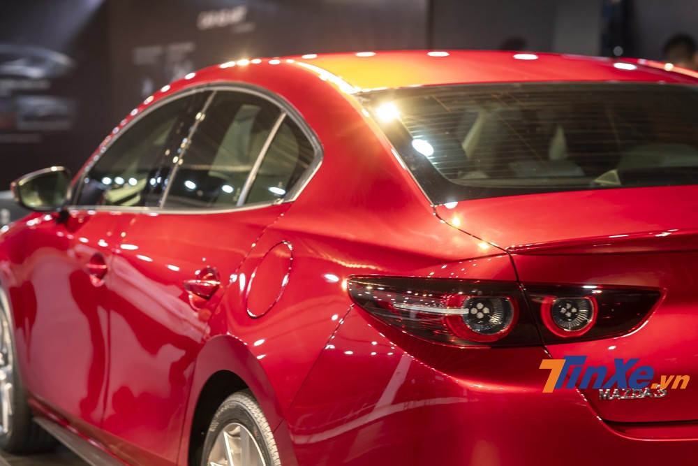 The rear light of the Mazda3 2020 is also more refined.